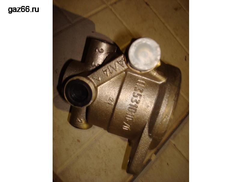 Воздухораспределитель тормозов прицепа с краном. - 2